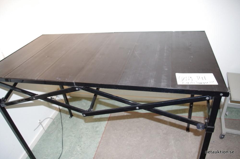 Försäljningsobjekt Fotolampor, fällbart bord och litet bord med